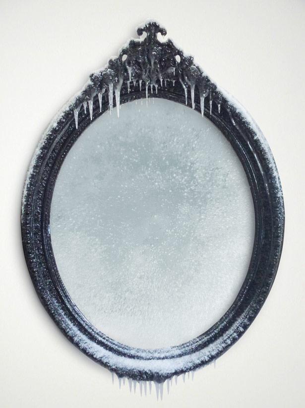 """2014 / """"Mon beau miroir"""", miroir, bois, peinture acrylique, métal, résine, neige et givre artificiels, vernis, dimensions 112 x 145 x 13cm. Commande particulière"""