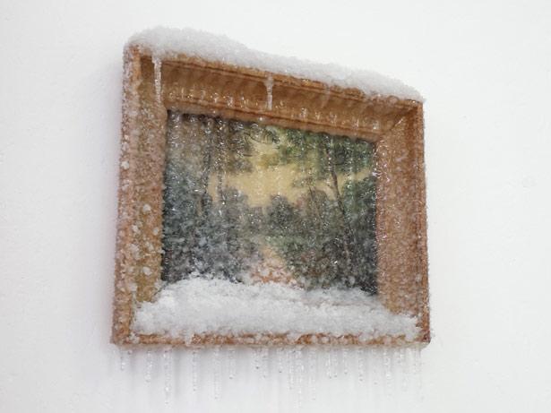 """2014 / """"Un chemin"""", tableau trouvé, neige artificielle, résine, matériaux divers, dimensions 31x32x8cm"""