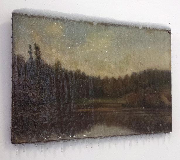 """2014 / """"L'étang"""", tableau trouvé, neige artificielle, résine, matériaux divers, dimensions 40x30cm"""