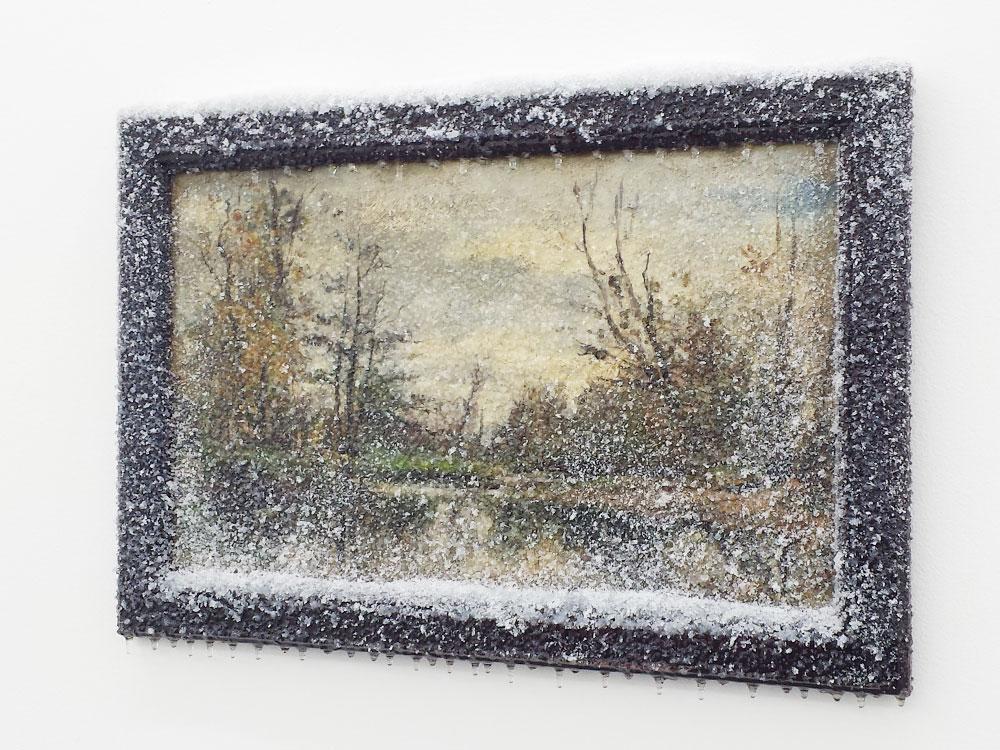 """2014 / """"Hiver"""", tableau trouvé, neige artificielle, résine, matériaux divers, dimensions 50x45x10cm"""